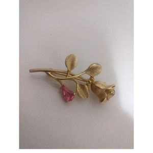 Avon Jewelry - 🇨🇦 Vintage gold plated rose brooch by Avon
